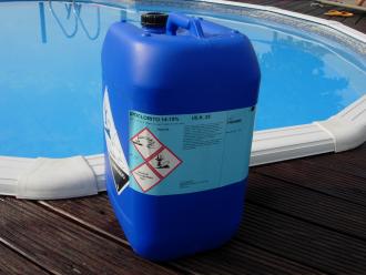 Prezzo di 44 00 iva compresa for Cloro liquido per piscine