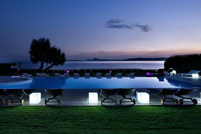 Cubo luminoso cm 40 x 40 cm piscina giardino shop for Cubi arredo