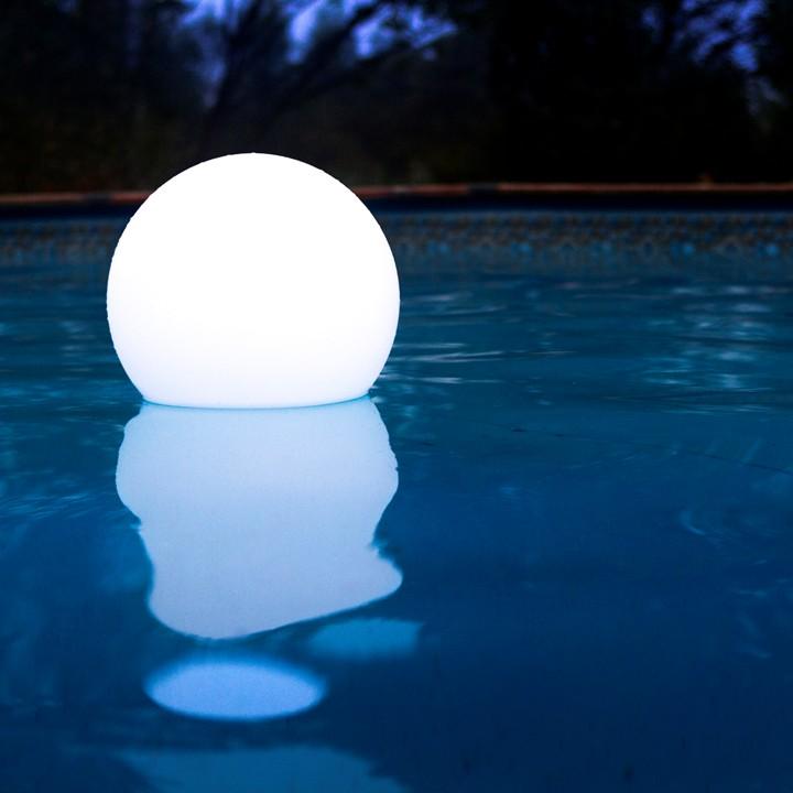 Sfera luminosa led multicolor diam 50 cm piscina for Luci tubolari a led